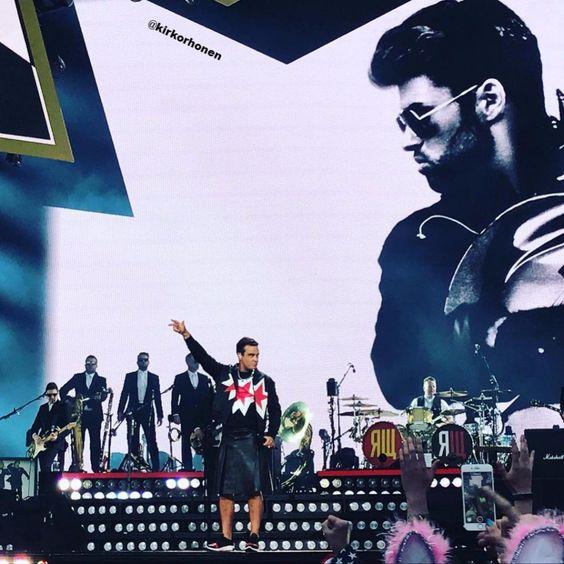 Robbie Williams honors George Michael