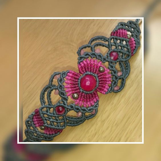 Macrame bracelet with agate stones