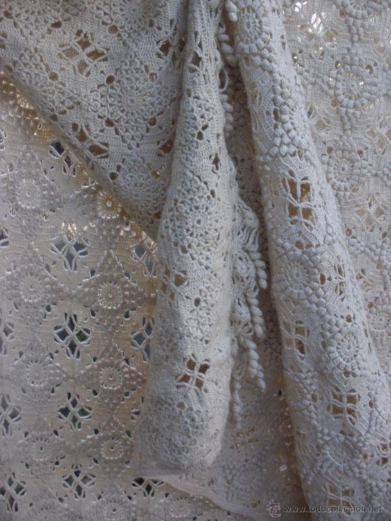 Antigua colcha de aplicaciones de ganchillo en color beige - Aplicaciones de crochet para colchas ...