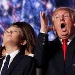 トランプ氏の女性蔑視語録「スターなら女はやらせる」「女は35歳まで」  【10月11日 AFP】米大統領選の共和党候補ドナルド・トランプ(Donald Trump)氏は「私ほど女性に敬意を払っている人間はいない」と主張するが、彼の口から繰り返し飛び出す、わいせつで女性蔑視の発言をみる限り、その言い分はにわかには信じ難い。トランプ氏のこれまでの ... #トラ