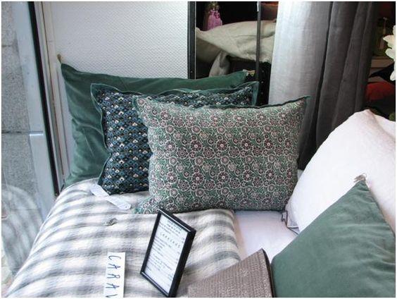 Courtepointe shirt coussins imprim s et velours des for Caravane chambre 19 meubles