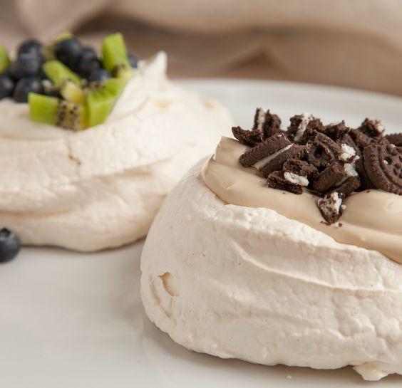 Pavlova with Greek Yogurt