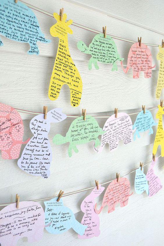 Una dulce idea es este tendero de los deseos con siluetas de cartulina para un baby shower. DecoracionBabyShower
