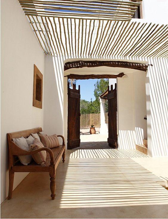 bamboe overkapping om zon tegen te houden en te filteren
