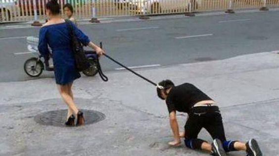 http://www.hatree.me/internasional/pengguna-jalan-heboh-ada-wanita-bersepatu-high-heels-membawa-pria-seperti-anjing-peliharaan.html