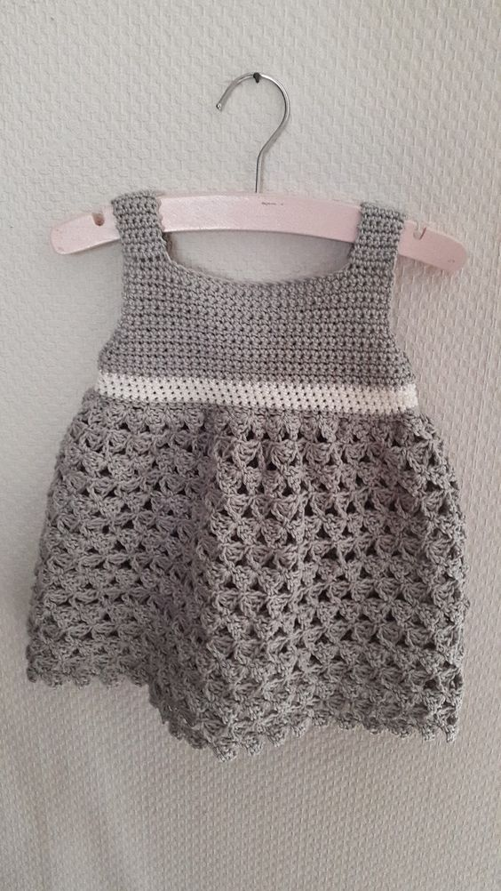 Jurkje Fayah haakpatroon patroon gehaakt gehaakte jurk baby