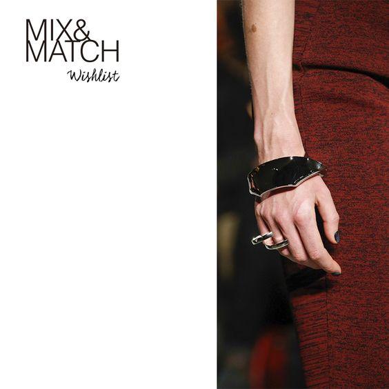 Wishlist: Os acessórios-desejo do Outono 15.  http://goo.gl/YtdGgo  Foto: pulseiras e aneis Proenza Schouler.