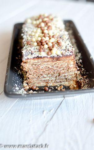 Un gâteau au thé brun très facile à réaliser, sans cuisson. La recette originale idéale pour un anniversaire ou un repas avec beaucoup de personnes