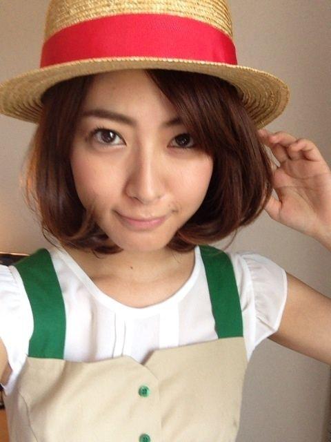 カンカン帽を被った瀧本美織