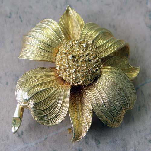 All gold colored flower brooch of a chrysanthemum Jewelcraft jewelry by Coro This elegant textured flower has stylish petals with a long stem