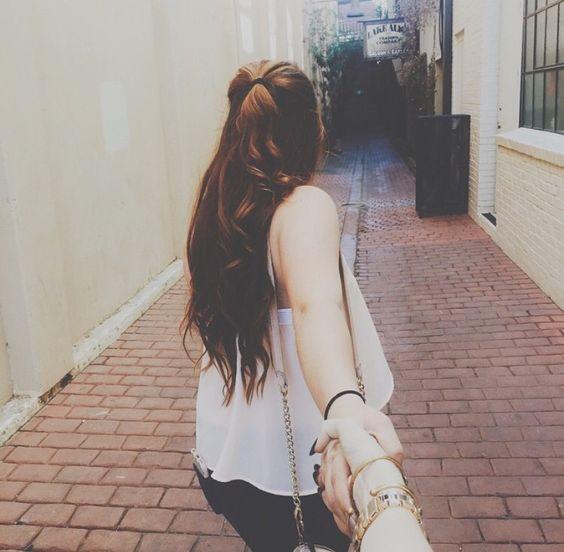 أفتقد إنصاتك لمشكلاتي الصغيرة ، وصوتك في التربيت على همومي ، وقلبك اللذي يرفض ايذاء الآخرين لي ، أفتقد روحك في محاصرتي بالأسئلة ، كي تعرف سر تغير صوتي حينها ، افتقد توبيخك لإسرافي بالحلوى ، فأتلذذ بإهتمامك وخوفك الحانِي ، سأفتقدك كثيرا .. يوما ما .