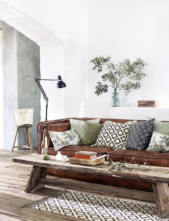 Envie d'un retour aux sources ? Mettez du bois dans vos décos d'intérieur ! D'un simple élément de décoration (meuble, miroir...) à un pan de mur complet, découvrez plein de...