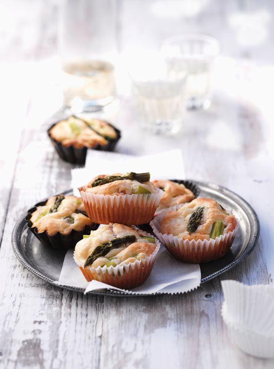 Pikante Spargelmuffins | Kalorien: 556 Kcal - Zeit: 25 Min. | http://eatsmarter.de/rezepte/pikante-spargelmuffins