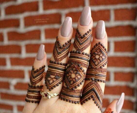 نقش اصابع صحراوي جميل Beautiful Fingirs Sahara Design Mehndi Designs For Fingers Henna Tattoo Designs Finger Henna Designs