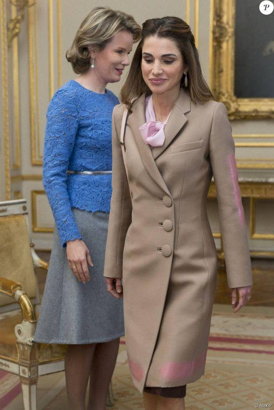 La reine Rania de Jordanie était accueillie par la reine Mathilde de Belgique au palais royal à Bruxelles le 12 janvier 2016 dans le cadre d'une mini-tournée européenne visant à solliciter du soutien pour l'accueil des réfugiés syriens.