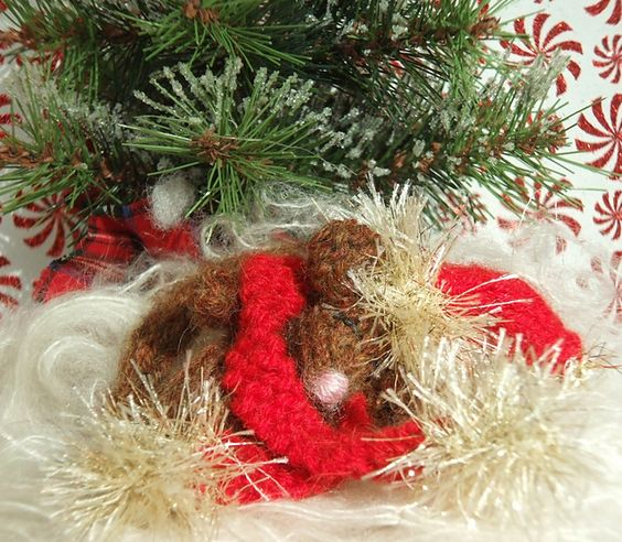 Ravelry: Christmas Mouse Dormouse pattern by ViolaSueKnits