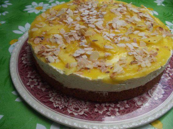 Das perfekte Mango-Mascarpone-Torte-Rezept mit Bild und einfacher Schritt-für-Schritt-Anleitung: Die Margarine, 150 g Zucker und Salz cremig rühren, Eier…