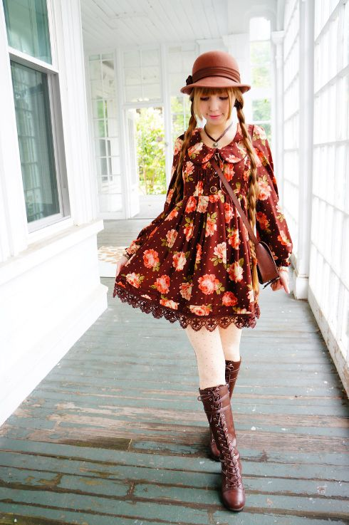 Lovely warm colors and florals in this dolly kei look.