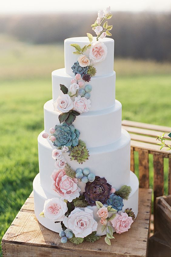 Tiered Wedding Cakes Are Making A Comeback In Lovely And Luxe Weddings Would This Lovely Cake Make It On Yo Wedding Cake Inspiration Floral Cake Dream Wedding