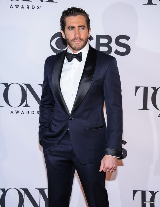 Bien-aimé Midnight Blue Tuxedo by Tom Ford. Seen in James Bond (Skyfall  NQ34