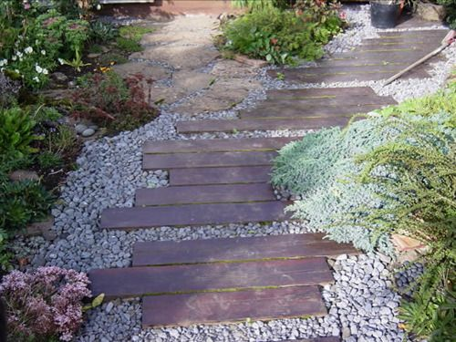 Landscaping Ideas For Uneven Yard : Backyard paths and walkways for the uneven garden japanese used as in