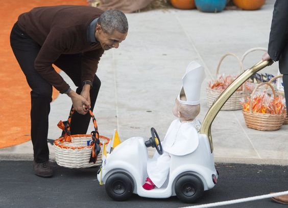 "Pin for Later: You've Got to See the Hysterical Costume President Obama Awarded ""Top Prize"" This Halloween"