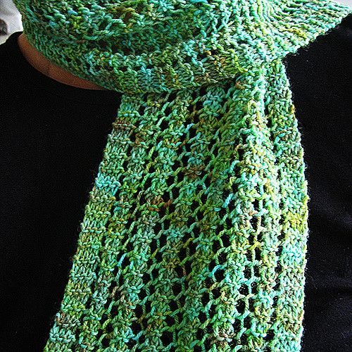 This pattern makes a beautiful reversible lace scarf that ...