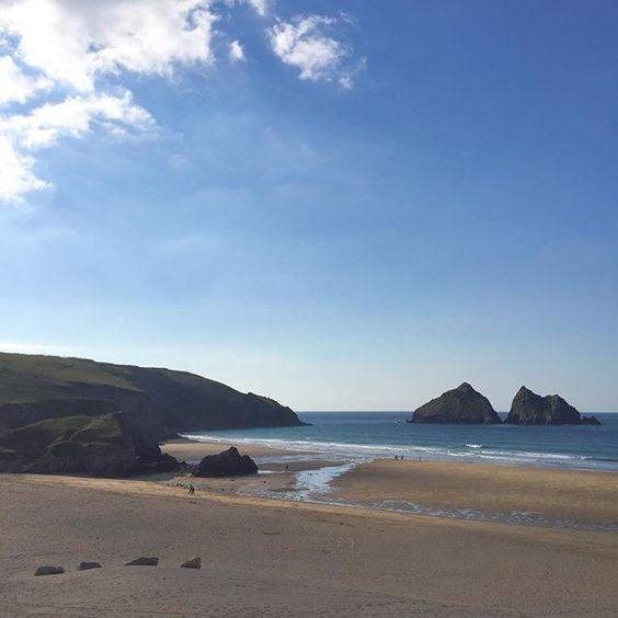 Empty beaches in October   #360beaches #beach #cornwall #lovecornwall #kernow  #coast #surf  #waves #newquay #holywellbay #sand #wanderlust  #sea #ukpotd #sunshine #swisbest #igerscornwall #kernowfornia #nationaltrust #coast