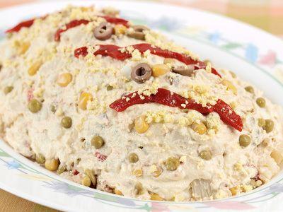 Plato de ensaladilla rusa, receta española cext