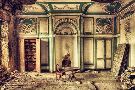 Hall of Books by kleiner uRbEx hobbit, via Flickr