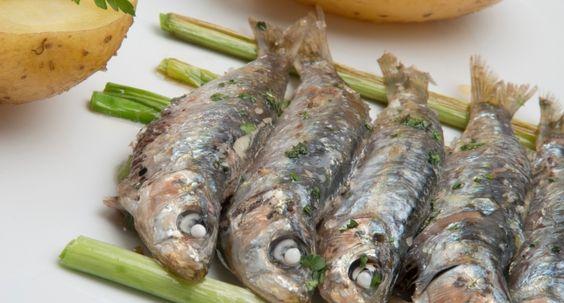 """Una receta veraniega por Karlos Arguiñano: """"Sardinas asadas con patatas"""", #receta #recetasfaciles"""