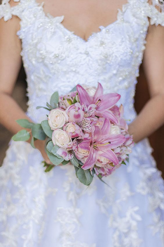 Vestido de Audifax Seabra escolhido por Polyanna. O casamento de Polyanna e Guillaume foi publicado no   Euamocasamento.com, e as fotos são de Thrall Photography. #euamocasamento #NoivasRio #Casabemcomvocê