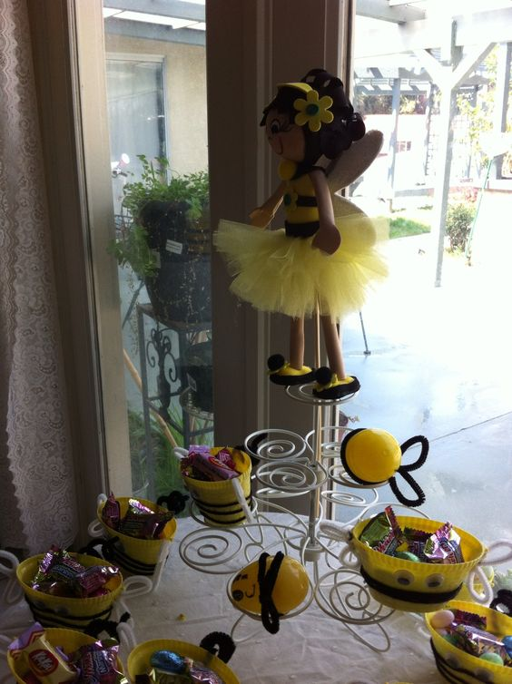 Bumble bee candy baskets