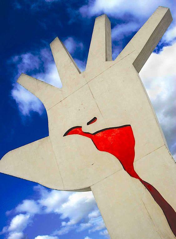 a hand by Brazilian genius Oscar Niemeyer...simbolizando a América Latina. São Paulo - SP