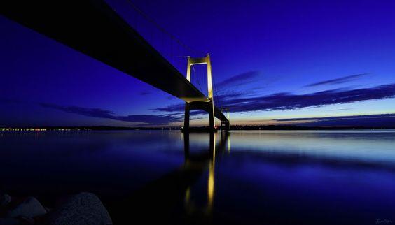 abends unter der Lillebæltsbro  (© Buelipix)