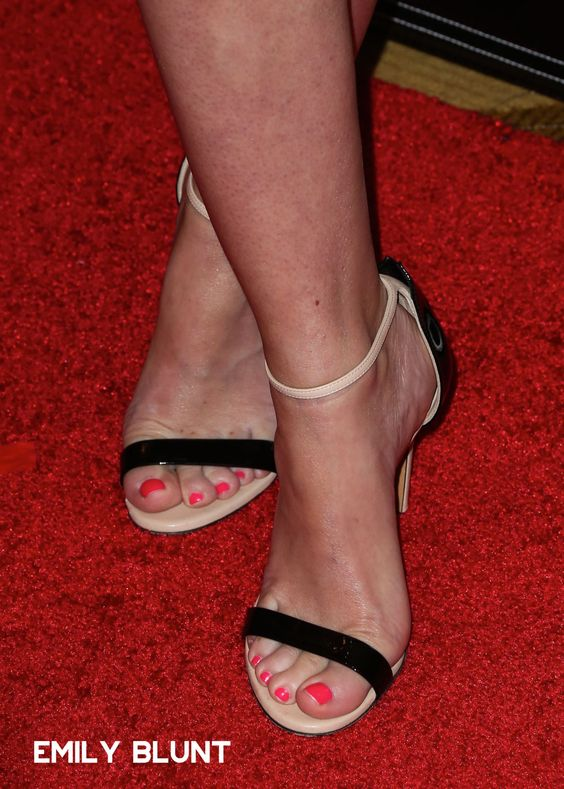 Emily Wickersham Shoe Size