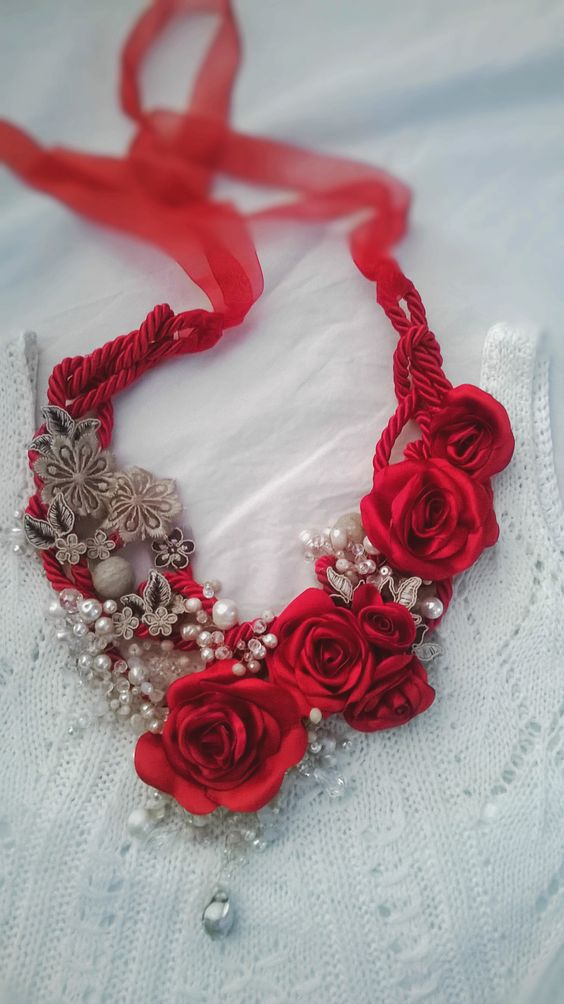 Necklace,fabric textil,rose,red,Rouge,bijou,jewellers,lace,textil,perle,creation Nel baule di Marci by Marcella Cataldo:
