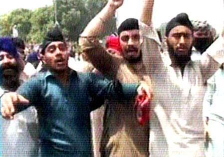 Repeated targeted killings outrage Sikhs in Pakistan: Peshawar killing sparks protest - http://sikhsiyasat.net/2014/08/06/repeated-targeted-killings-outrage-sikhs-in-pakistan-sikhs-protest-against-murder-of-sikh-in-peshawar/