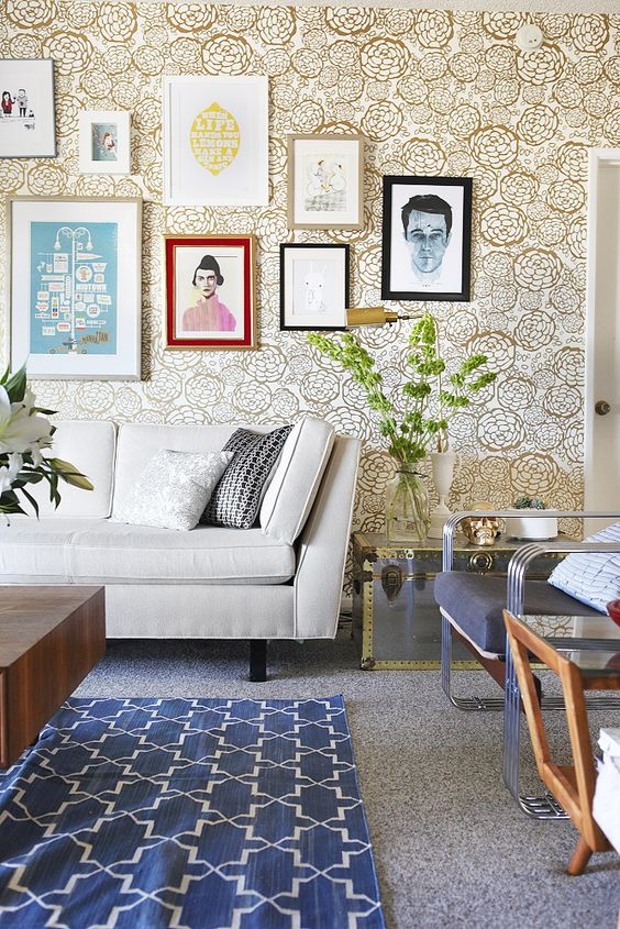 really loving wild wallpaper right now + the right way to do a gallery wall (via Emily Henderson): Living Rooms, Gold Wallpaper, Floral Wallpapers, Room Design, Emily Henderson, Gallery Wall
