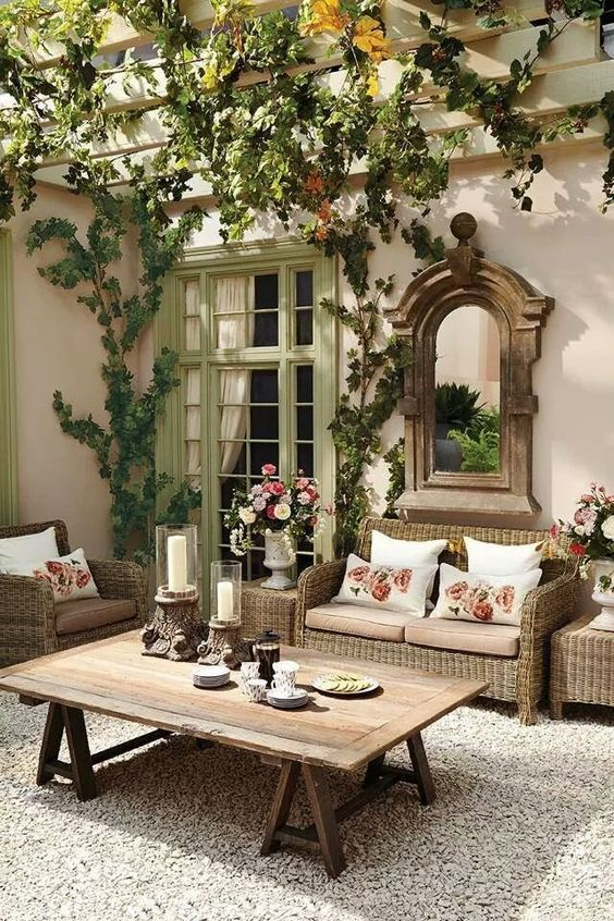 French inspired patio with sitting area || @pattonmelo