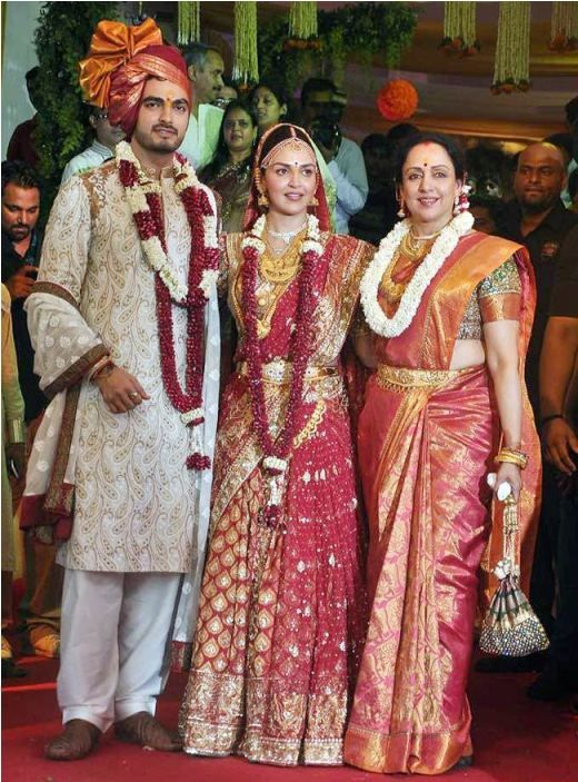 8 Famous Bollywood Actresses And Their Gorgeous Wedding Day Looks Celebrity Bride Actress Wedding Wedding Photo Gallery