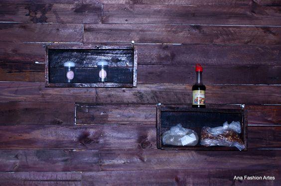 Par de nichos feito com caixote de feira, envelhecida com betume da Judeia e envernizada. Sugestões de uso - Ana Fashion Artes by Ana Claudia de Jesus.
