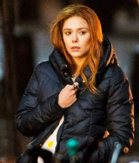 Elizabeth Olsen At The Set Of Infinity War And Avengers Age Of Ultron Elizabeth Olsen En El Rodaje De Infinity Bruja Escarlata Elizabeth Olsen Heroes Marvel