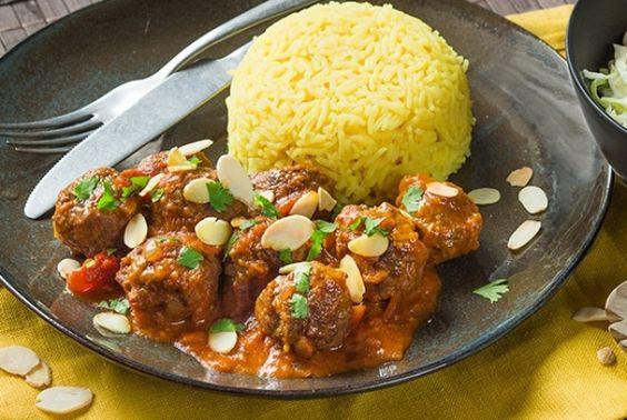 Indiase Tikka Masala, yum! Lekker en snel, want dit authentieke gerecht met romige saus met kruiden zoals komijn, kerrie en koriander staat binnen 30 minuten op tafel. En deze keer geen Tikki Masala met kip, maar lekker met zelfgemaakte gehaktballetjes. Serveer met een lekkere koolsalade en smullen maar. Enjoy!
