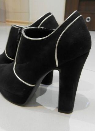 Kup mój przedmiot na #vintedpl http://www.vinted.pl/damskie-obuwie/botki/10499660-botki-czarno-zlote-235cm-platforma-36