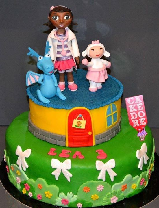 gateau docteur la peluche doc mcstuffins cake g teaux cake dor pinterest docteur la. Black Bedroom Furniture Sets. Home Design Ideas