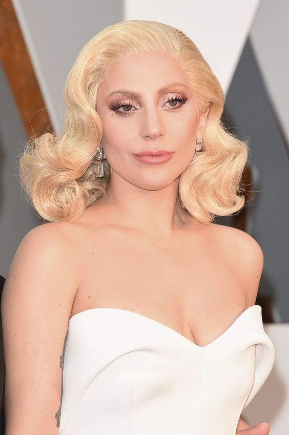 Pin for Later: Zoom Sur Tous les Beauty Looks des Oscars Lady Gaga