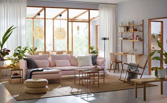 Inspiration Rose Millennial sur Côté Maison dont le fameux canapé rose
