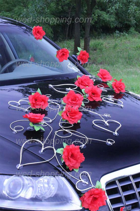 Voiture mariage d coration roses rouges et le coeur for Decoration avec des roses