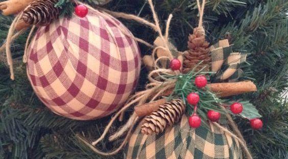 Decorazioni Natalizie Low Cost.Idee Natalizie Handsmade Low Cost E Eco Friendly Natale Artigianato Vacanze Di Natale Tessuto Natalizio